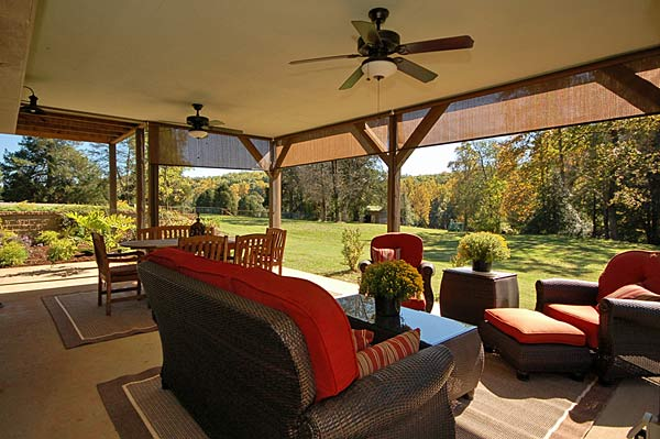 Casually country for Covered back porch designs