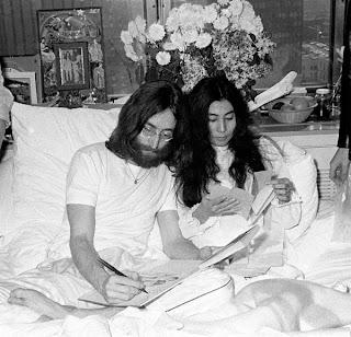 Disco autografado por John Lennon vai a Leilão