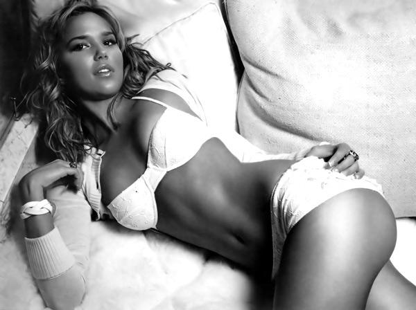 http://1.bp.blogspot.com/_fhmrJHu15eg/TKcuqW9qDrI/AAAAAAAAAXE/EMTBWBOUFYc/s1600/Kate_Beckinsale_Sexy_Bikini.jpg