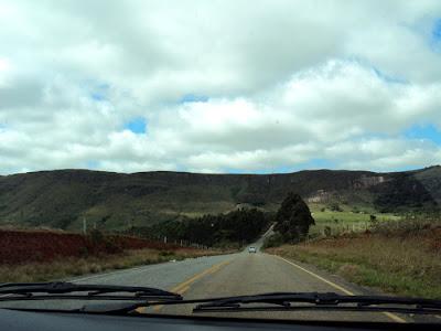 estrada para carrancas fotografia serra mg br brasil cachoeiras viagem sem frescura viajando