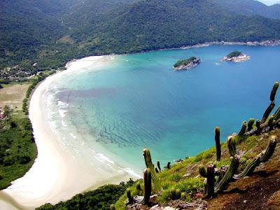 brasil rj angra dos reis ilha grande praia dois rios  arvore barco paraiso paradisiaco vista de cima