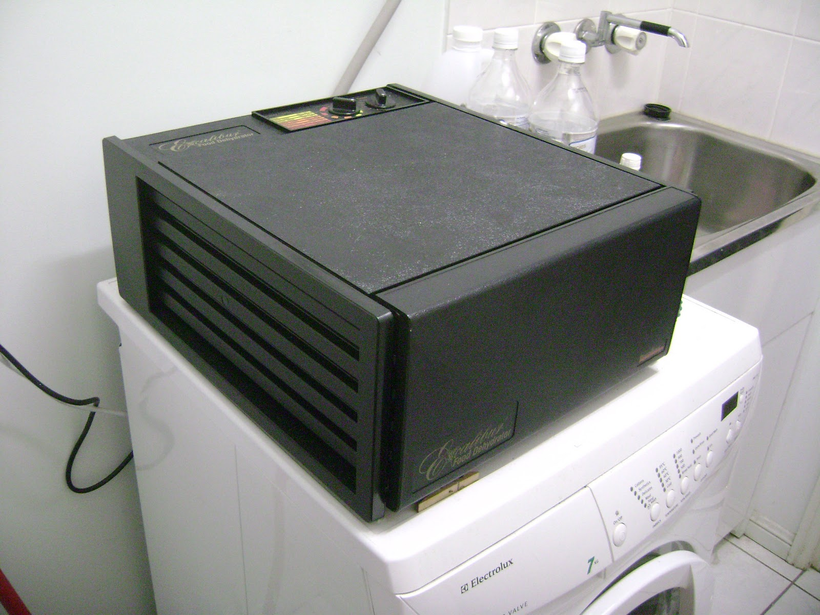 The Tropical Vegan January 2011 Excalibur Dehydrator Wiring Diagram We Got A Food Few Months Ago Its An And It Has Five Trays Bit Big For Kitchen So Lives On Top Of Washing