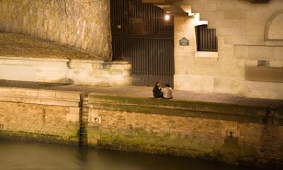 Paseo nocturno por el Sena en Paris
