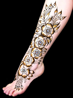 Beautiful and Creative Mehndi Design For Foot/Feet