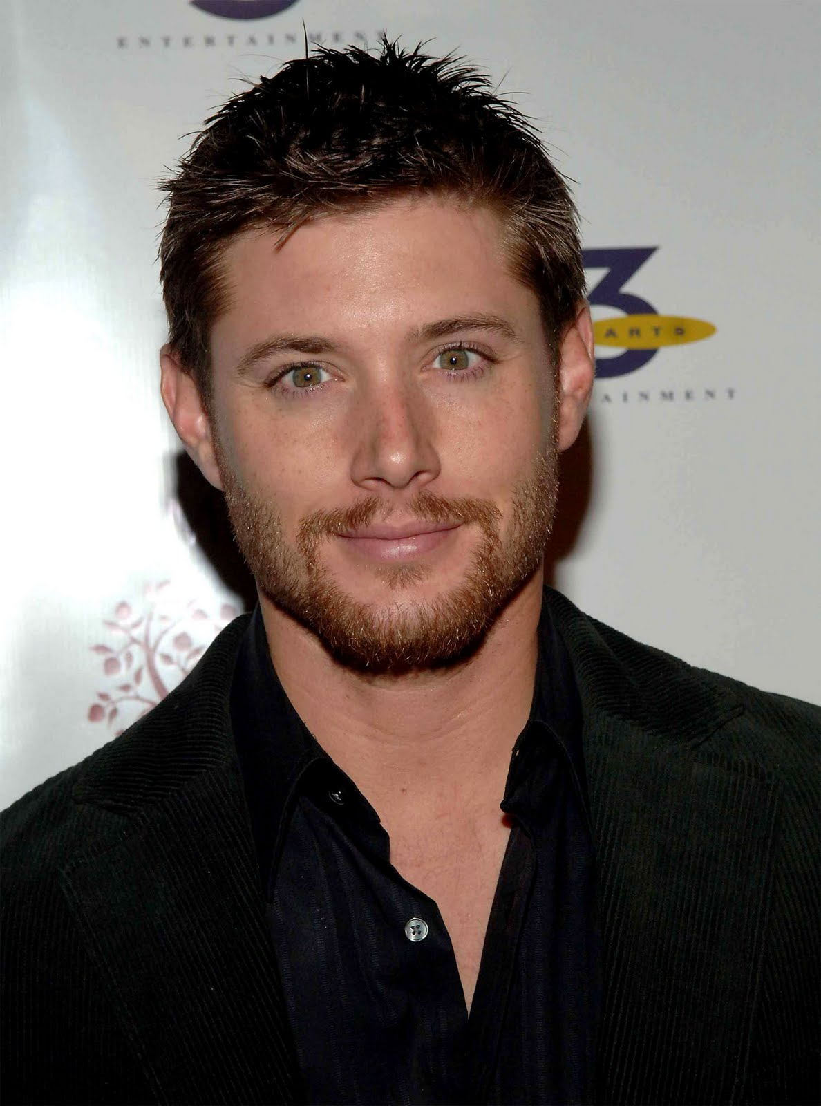 http://1.bp.blogspot.com/_foVZHWXYEFY/TCDS0u6IIaI/AAAAAAAAAkQ/LXsDkRoMLZ4/s1600/05-15-New-York-TV-Upfronts-After-Party-jensen-ackles-13203353-1500-2021.jpg