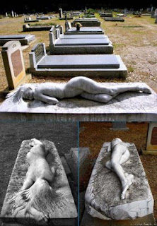 kuburan aneh unik lucu