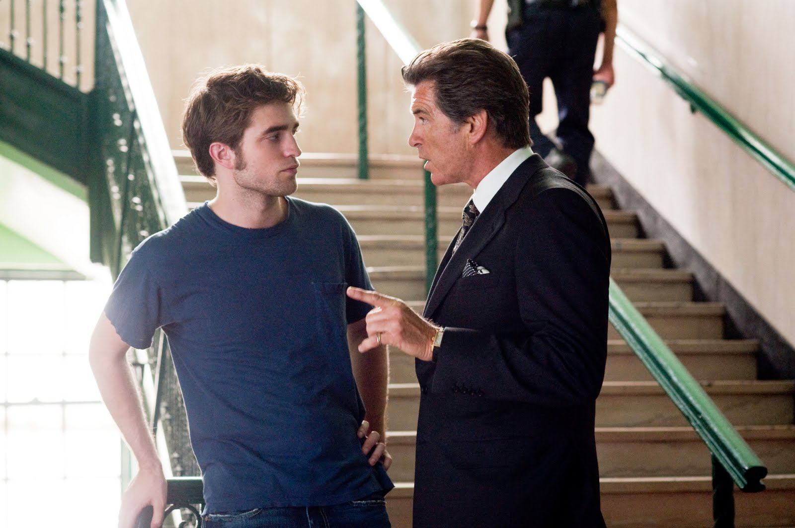 Robert Pattinson and Pierce Brosnan will be stripped for auction 03/12/2010 8