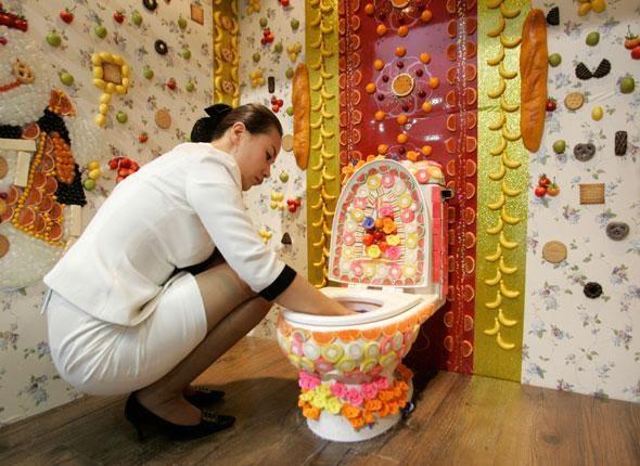 Как украсить стены туалета