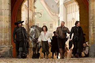"the three musketeers official image 1 - Primera foto oficial de ""Los Tres Mosqueteros"""