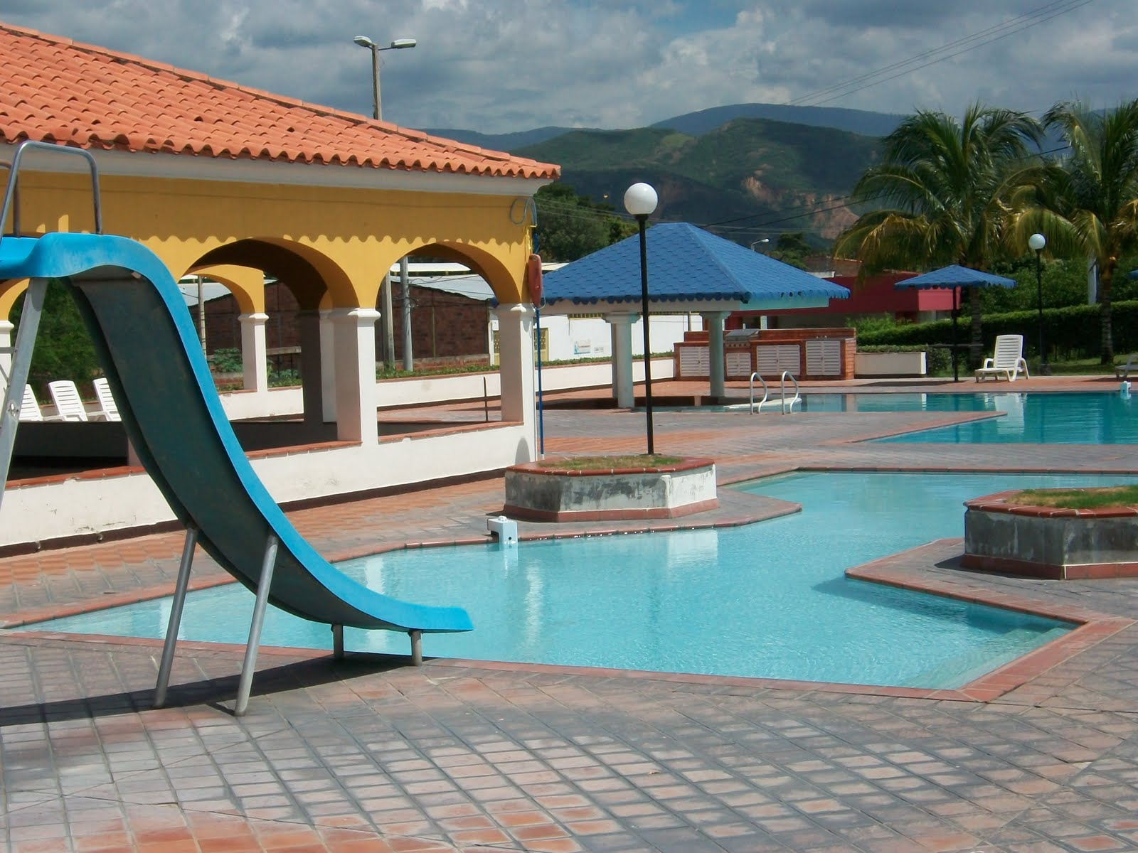 Vendocasaencucuta piscina for Tobogan piscina ninos