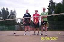 Nuorten jatkoryhmän mitalikolmikko Kaupissa 2.8.2007