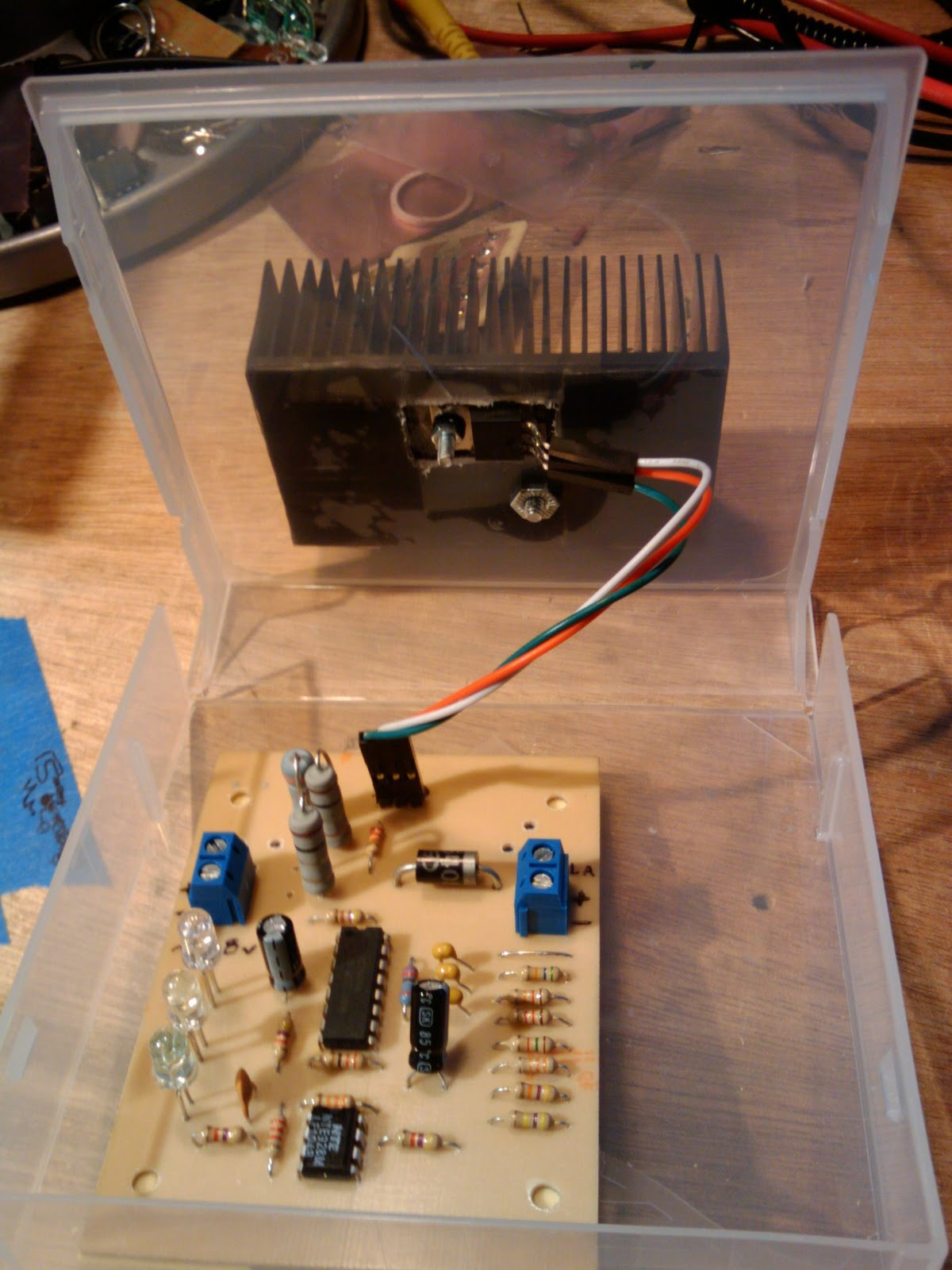 Slinky 6v Sealed Lead Acid Battery Charger Uc3906 Based Details About 2v 12v Leadacid Sla Mains I Used A Smaller Heatsink While Prototyping And At Full Current Over Charge Mode It Ran Just Under 200 Degrees F This Thing Runs 97