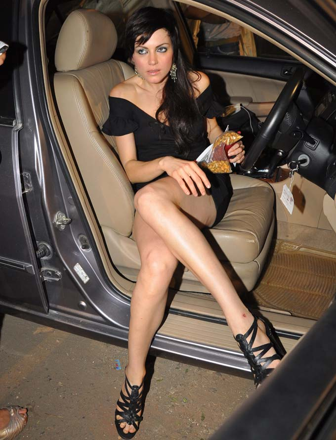 Grace Yana Gupta wardrobe malfunction dress style can be described as