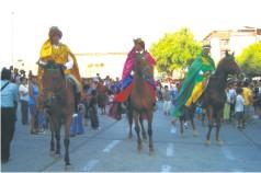 Cabalgata de los Reyes Magos por las calles de Sullana