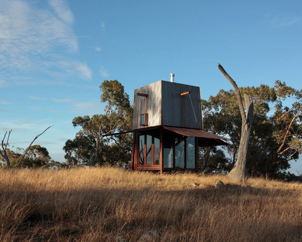 a tiny treasure in the australian outback this cool tiny house design by australia architects casey brown architecture brings a bit of the unexpected into australia scandinavian design