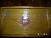 Vassoio legno, sfondo oro, con stelle, luna e sole...$5,00