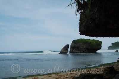 Pantai_Kukup_Kidul_Indonesia