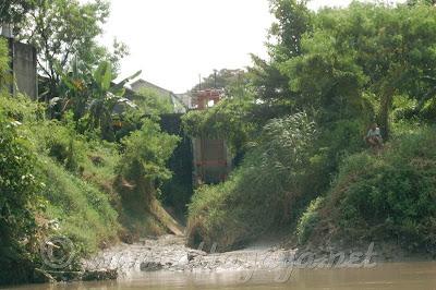 Pintu Air di Sungai Bengawan Solo