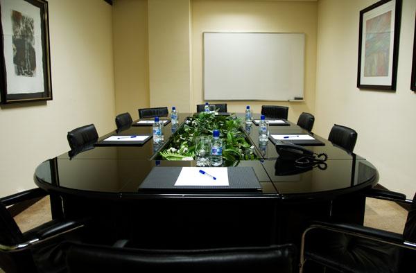 Arrayan muebles sala de reuniones for Sala de reuniones