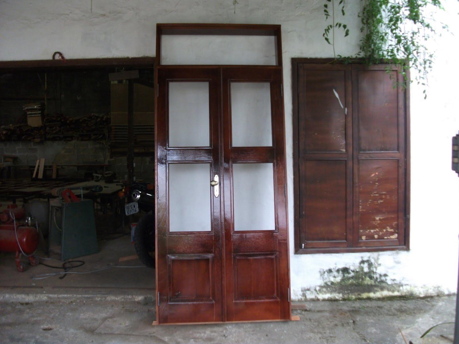 em madeira: porta de entrada 2 50 de altura e1.10 de largura com duas  #633C38 1600x1200 Banheiro Com Duas Portas De Entrada