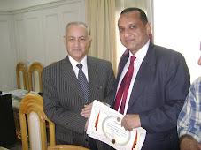 وكيل أول وزارة التربية والتعليم بالشرقية أ/ محمد الشامى يكرم المعلم المثالى 2010م