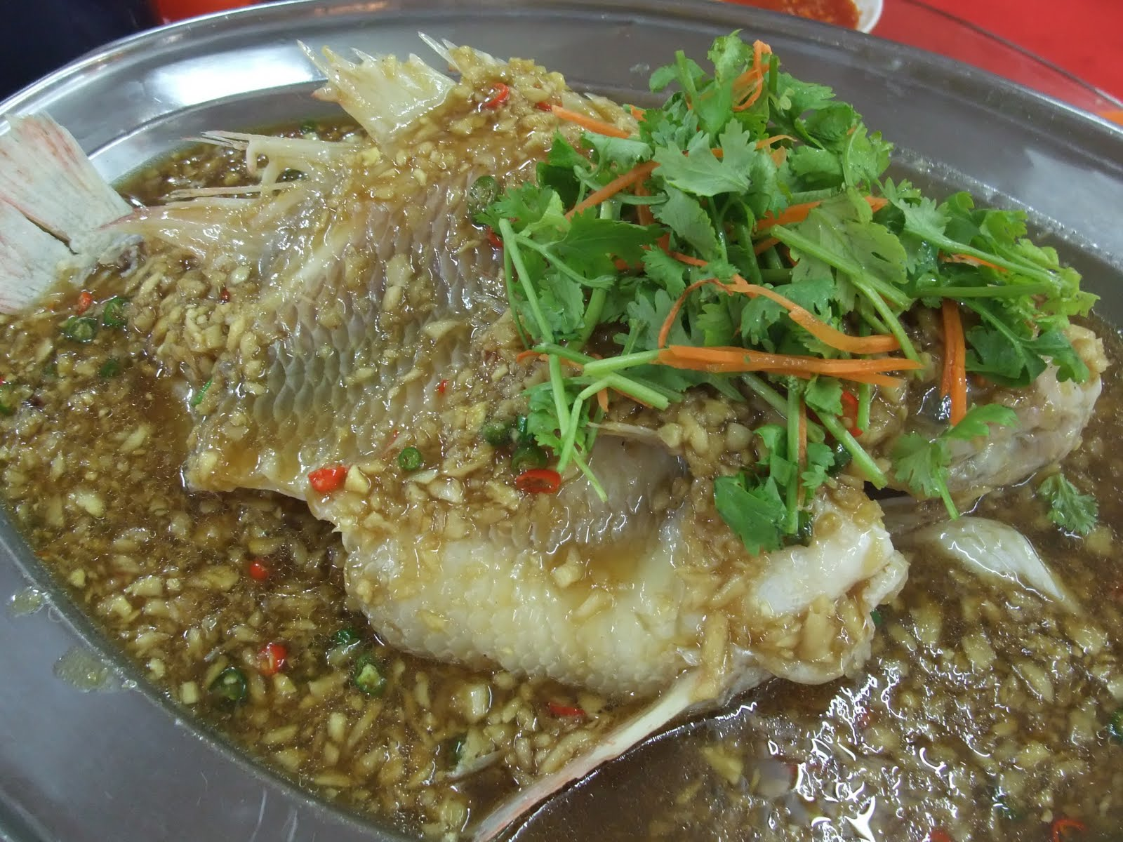 Happy happy another birthday cake restoran beng kee for What do tilapia fish eat