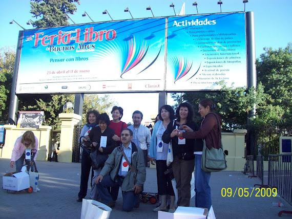 Frente a la Entrada Feria Libro 2009
