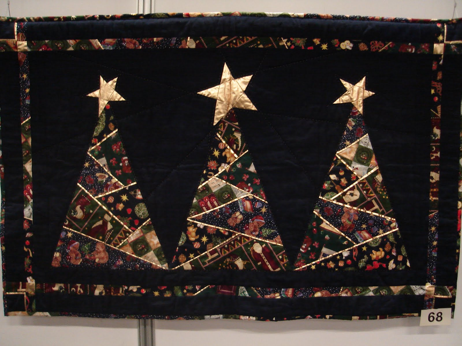 Ici, des peintures sur soie d'Inde et du Sri Lanka pour ce kimono