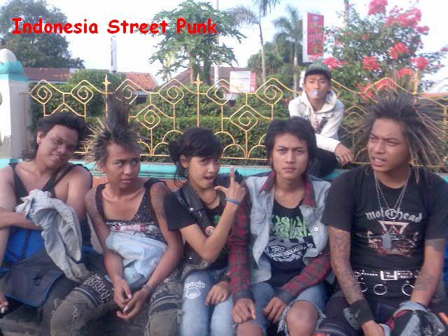 http://1.bp.blogspot.com/_g7rb9uPu2G0/TE-3-PR_6xI/AAAAAAAAACM/6-gr0-jo-fw/s1600/indonesia+street+punk.jpg