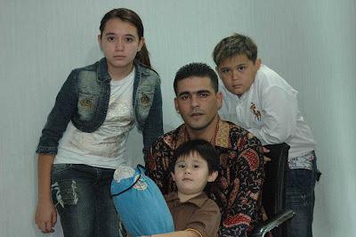 Cristian Gonzales dan keluarga