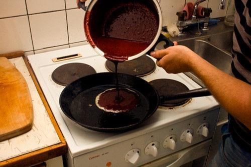 http://1.bp.blogspot.com/_g9RTpwasQws/TI9LWSp-mPI/AAAAAAAADBw/w7ihQxppw9c/s1600/Cook+with+blood.JPG