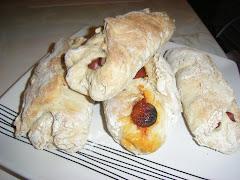 Imaginem as 11h da noite estar a comer pão com chouriço e salsichas acabados de sair do forno.