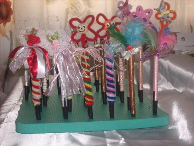 Pin liston y plumas para decorar haz inditos de fomi casi for Plumas para decorar