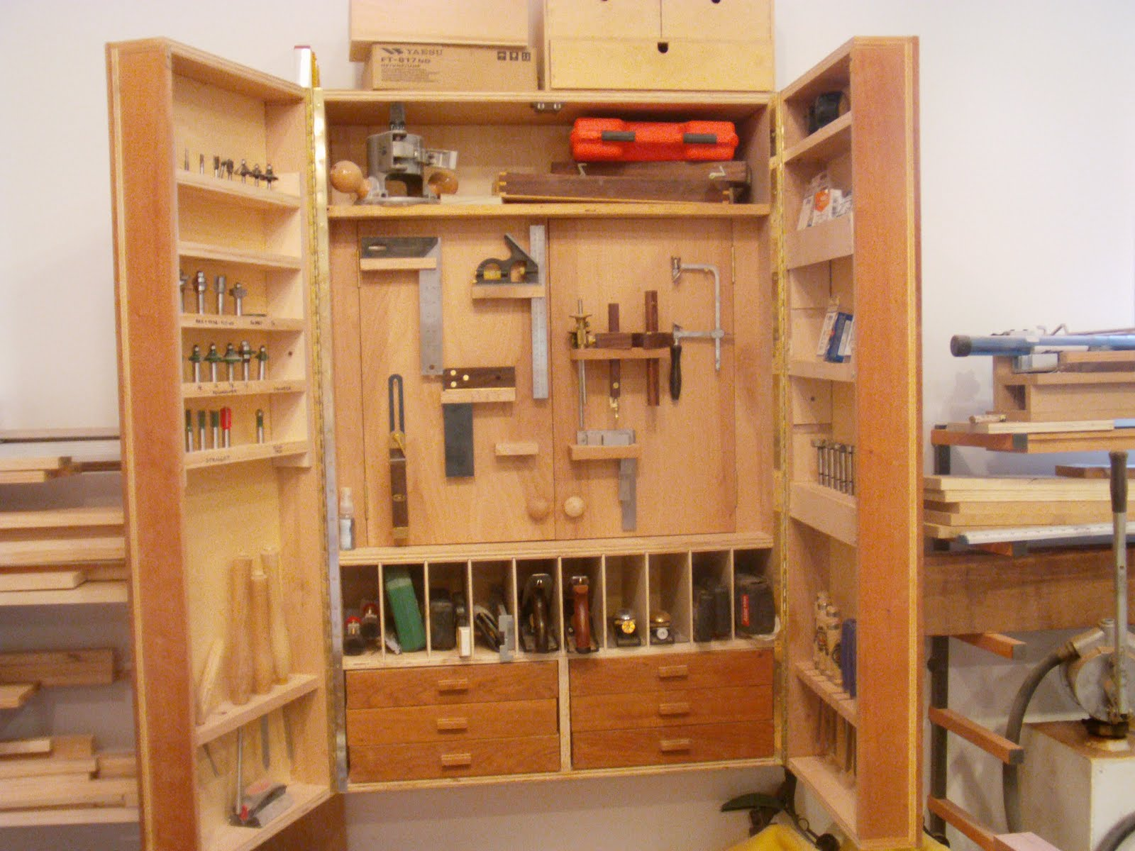 Jacala Woodworks: Improvements to the Shop - Tool Cabinet
