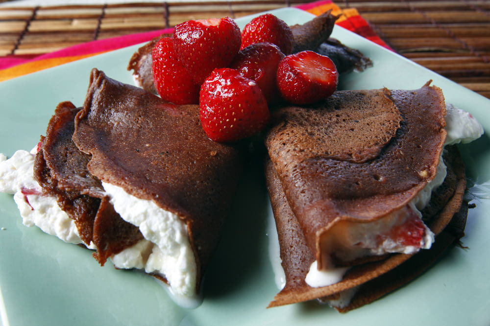 Chocolate-orange crepes filled with strawberries | C-J Recipes
