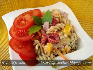 Articole culinare : Salata de paste cu sos tzatziki