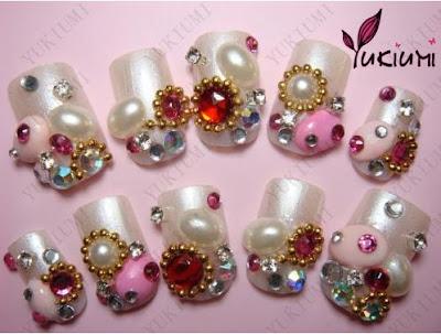 Diseños de uñas con lindas piedras :)