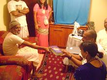 Sripad Vana Maharaja gives Mukunda and Vineeta Didi Srila Gurudeva`s Bhagavad Gita