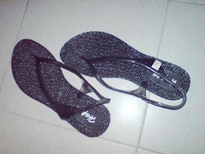 Sandal beli kat Sakan..