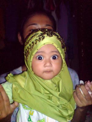Alya ngan tudung nenek..