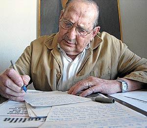 escritor ewscribe sobre la mesa