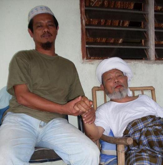 Bersama Ayahanda Tuanguru Syeikh Haji Ahmad Muhyiddin Aljunaidin