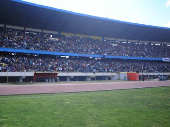 TRIBUNA  DE  OCCIDENTE  DEL  ESTADIO  HUANCAYO