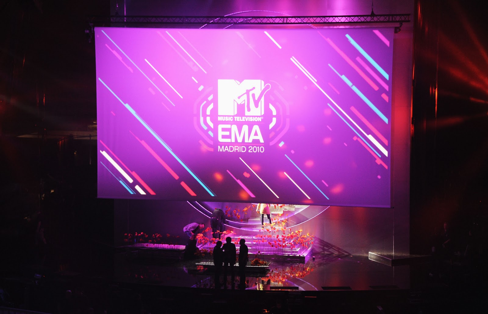 http://1.bp.blogspot.com/_gP0YbyEAqFY/TNcqIfZuFLI/AAAAAAAARu0/vvUGlNN9Xao/s1600/101010101ME015_MTV_Europe_M.JPG