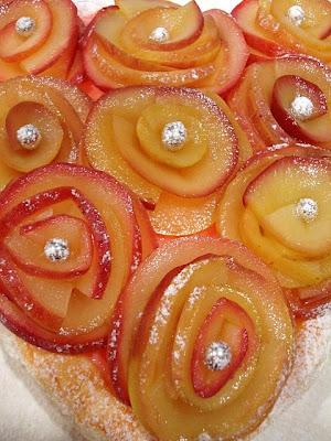 Cœur de pâte feuillete avec bouquet de roses DSC07010+(2)