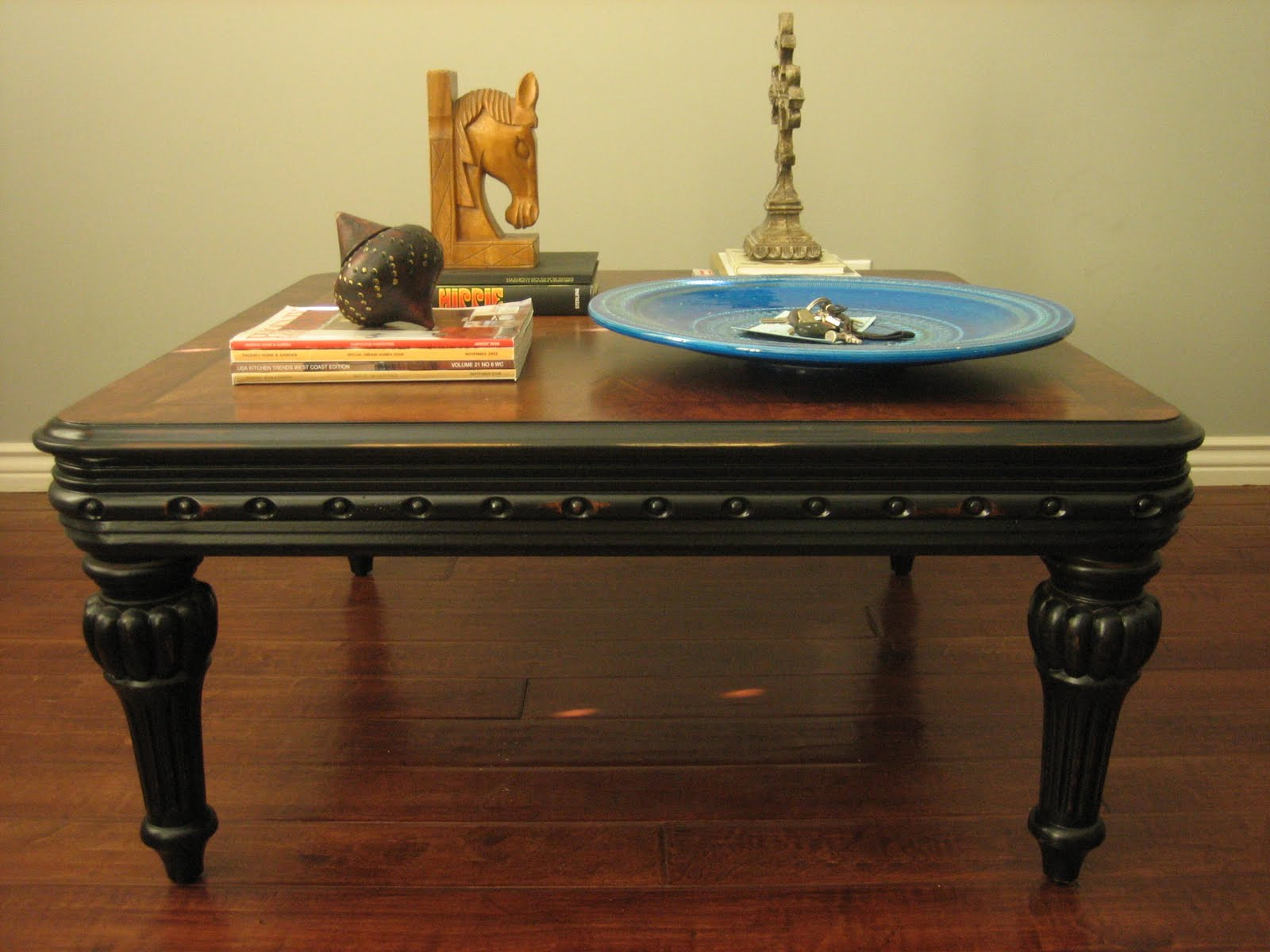 Charmant Rustic Black Coffee Table ~