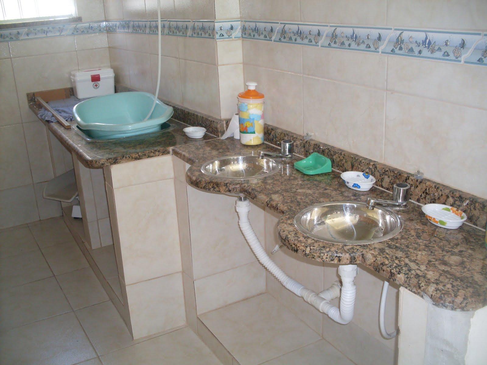 #467B6F Creche Pequeno Aprendiz: Banheiros Lavabos e Fraldário 1600x1200 px Banheiros Pequenos E Lavabos 343