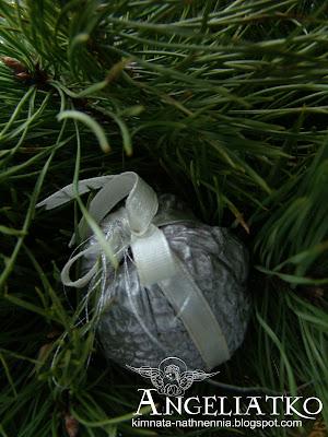 срібний горішок ялинкова прикраса