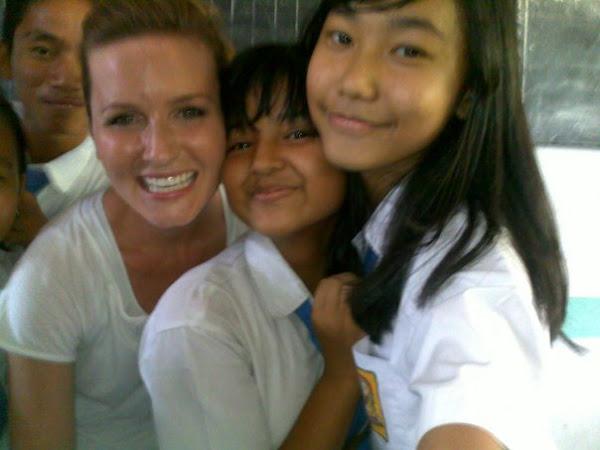 Kekampan dan Ceria Slalu bersama Mahasiswi AS ke BilinguaL Class