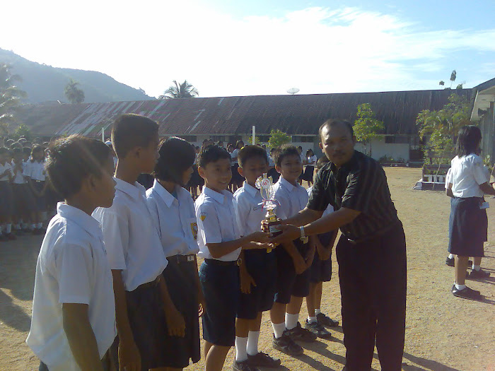 Pemberian Hadiah Kepada Kelas - kelas Oleh PKS III Kesiswaan